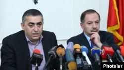 Armenia - Dashnaktsutyun leaders Armen Rustamian (L) and Aghvan Vartnian give a news conference in Yerevan, 15Feb2017.