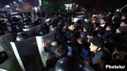 Сутички поліції і протестувальників у Ґюмрі, 15 січня 2015 року