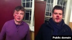 Народний депутат від ВО «Свобода» Андрій Іллєнко (ліворуч) заявляє, що його і адвоката Сидора Кізіна (праворуч) побили невідомі, 3 січня 2014 року