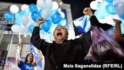 Люди празднуют победу «Грузинской мечты». Тбилиси, 8 октября 2016 года.