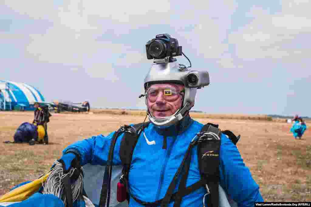 Відеооператор після приземлення