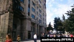 Azerbaijan -- building in Baku hit by fire - 20May2015