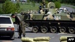 Украина -- Словянск шаарынын четиндеги украин аскерлери. 6-май, 2014.