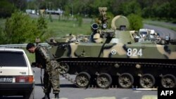 Украинские военные на блокпосту в окрестностях Славянска