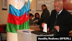 Arxiv fotosu: 2010-cu ildə keçirilən parlament seçkisindən görüntü