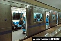 В алматинском метро. 25 января 2013 года.