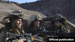 жени во израелската армија