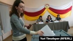 Вопросы и претензии ко всему выборному процессу возникли не только у политических партий, но и у избирателей – начиная с регистрации кандидатов и заканчивая подсчетом голосов