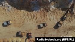 Там видобувають високочистий кварцит – речовину, подібну до піску, тільки із значно вищим вмістом кремнію