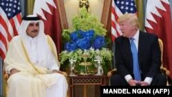 دیدار پیشین امیر قطر با دونالد ترامپ، پیش از قطع روابط چهار کشور عربی با قطر و در جریان دیدار رئیسجمهور آمریکا با رهبران کشورهای عربی و اسلامی در عربستان سعودی بود.