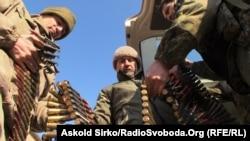Ukrayna əsgərləri Mariupol yaxınlığında Chermalyk kəndində, 20 fevral, 2015