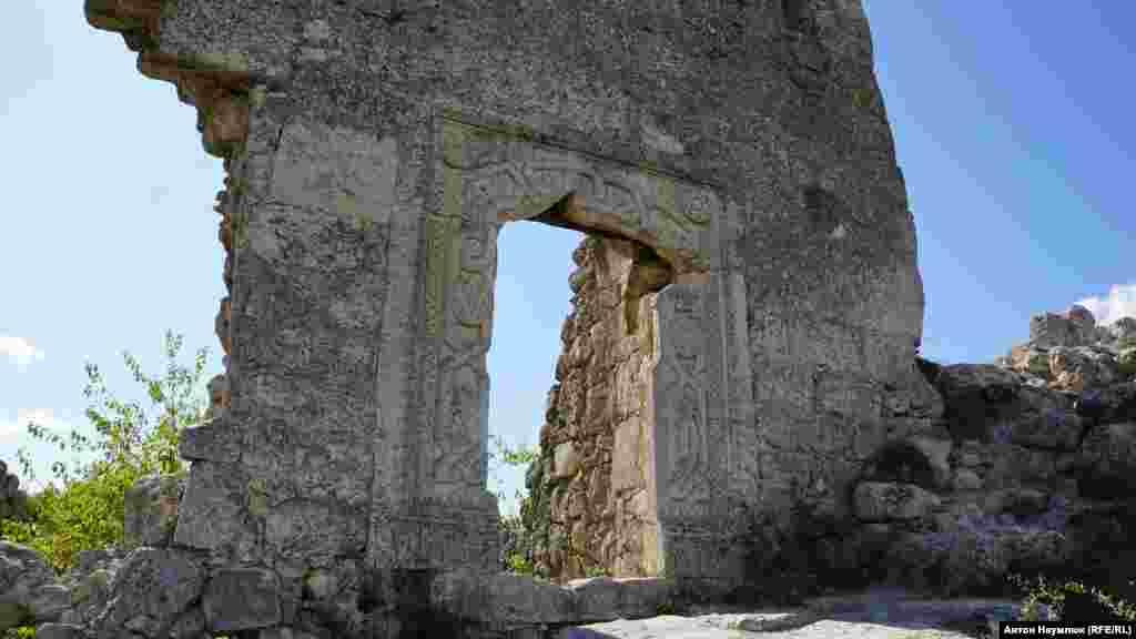 На східному мисі Тешклі-Бурун найкраще із збереглася цитадель