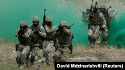 Վրաստանի զինված ուժերի զինծառայողները զորավարժության ժամանակ, արխիվ