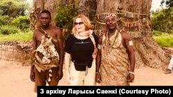 Ларыса Саенка і танзанійцы племені хадзабі
