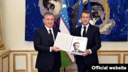Президенты Узбекистана и Франции Шавкат Мирзияев и Эммануэль Макрон. Париж, 9 октября 2018 года.