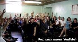 Работники «Ровеньковского пивзавода» голосуют за обращение за помощью к президенту России Владимиру Путину