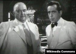 """Bogart (sağda) """"Kasablanka"""" filmində"""
