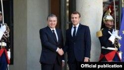 Президенты Узбекистана и Франции Шавкат Мирзияев и Эммануэль Макрон. Париж, 9 октября 2017 года.