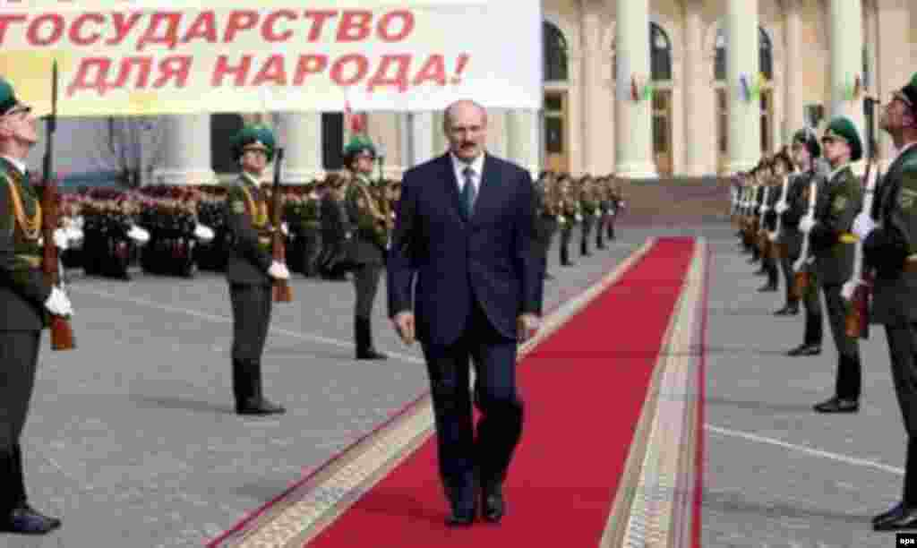 Belarusian President Alyaksandr Lukashenka enters his inauguration ceremony in Minsk on April 8 (epa) - After Belarus's disputed presidential election and the opposition protests that followed it, RFE/RL invited several specialists -- including RFE/RL Belarus Service Director Alexander Lukashuk, who reported live from Minsk during the events -- to assess the future of Belarus's political opposition. Listen to the briefing: Real Audio  Windows Media