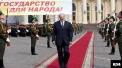 Парадная ковровая дорожка получилась короче, чем хотелось бы Александру Лукашенко