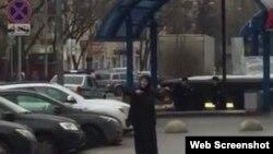 Женщина, подозреваемая в убийстве ребенка, перед задержанием. Москва, 29 февраля 2016 года.