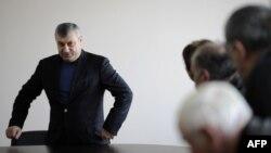 """Сторонники экс-президента Южной Осетии обратились к нему с призывом покинуть пост лидера дискредитировавшей себя партии """"Единство"""""""