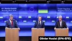 Порошенко, Туск и Юнкер на пресс-конференции, Брюссель, 9 июля 2018 года