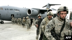 U.S. soldiers arrive at Manas from Afghanistan earlier this year.