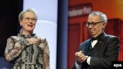 Aktorja Mery Streep dhe drejtori i festivalit të Berlinit Dieter Kosslick