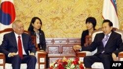 Өзбекстан президенті Ислам Каримов пен Оңтүстік Корея президентінің Сеулдегі кездесуі. 11 ақпан 2010 жыл.