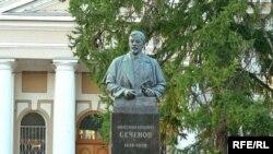 Памятник Сеченову на территории Московской медицинской академии