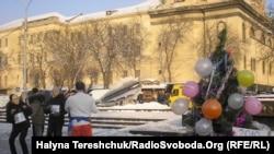 20 громадських активістів руху «Відсіч» на площі перед пам'ятником Шевченкові нагадали людям про усі невиконані владою обіцянки і її реальні дії