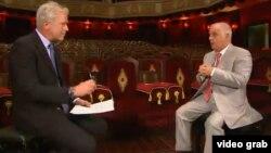 """Ziaristul Nick Klerk și Daniel Barenboim în emisiunea """"Talk to Al Jazeera"""""""