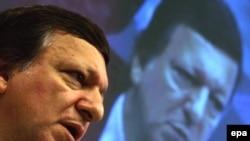 «Действовать в одиночку в современном экономическом климате было бы ошибочным», - убежден глава Еврокомиссии Жозе Мануэл Баррозу