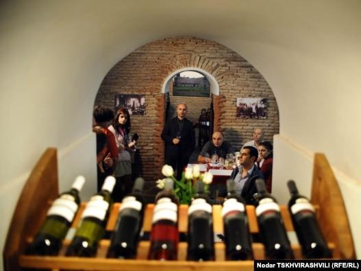 ღვინის კლუბის დეგუსტაცია