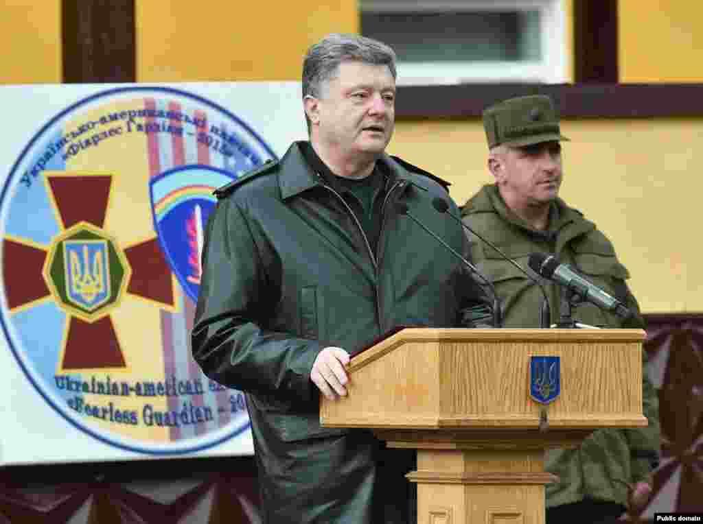 Президент України Петро Порошенко під час виступу на відкритті українсько-американських командно-штабних навчань «Фіарлес Гардіан-2015», 20 квітня 2015 року