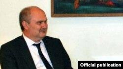 Фирудин Синирлиоглу во время визита в Ереван в должности замглавы МИД Турции, 7 апреля 2010 г.