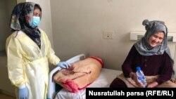 فاطمه، خانمی که پس از بهبودی از بیماری کووید-۱۹ خانوادهاش بهسراغاش نیامدهاند.