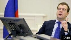 رييس جمهور روسيه با فراخواندن ايران به شفافيت در باره فعاليت هاى اتمى خود گفته است: «متاسفانه مشكلات زيادى تا کنون در اين زمينه وجود داشته است.»