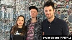 Музыкі Akute (справа налева) вакаліст і гітарыст Станіслаў Мытнік, бас-гітарыст Раман Жыгараў і бубначка Vicky Fates