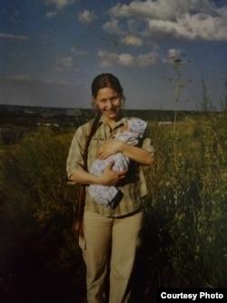 Валентина еще в Красноярске, вместе со старшим сыном Пашей.