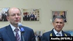 Свердлау өлкәсе губернаторы А.Мишарин (с) белән Татарстан президенты Р.Миңнеханов