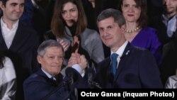 Liderii USR PLUS Dacian Cioloș (stânga) și Dan Barna (dreapta)