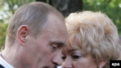 Людмила Нарусова и Владимир Путин на открытии памятника Анатолия Собчаку в Петербурге, июнь 2006 года