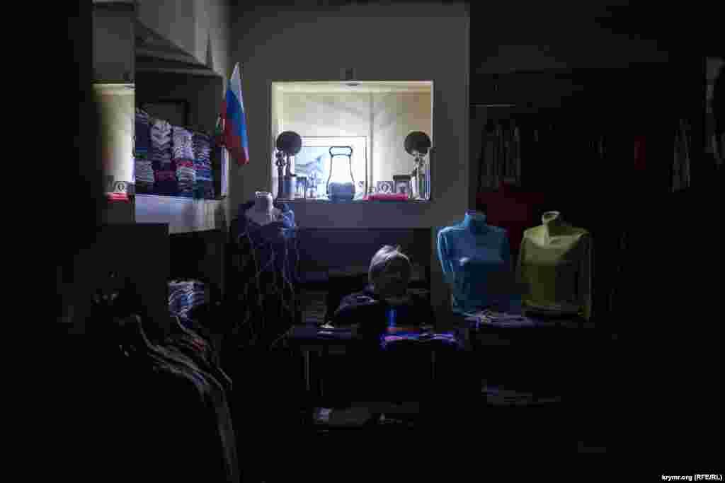 Некоторые торговцы говорят, что готовы «посидеть и потерпеть, лишь бы не возвращаться в Украину». Как долго готовы терпеть, ответить затрудняются, но многие уверены, что это совсем ненадолго.