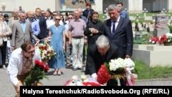 Під час вшанування пам'яті Яцека Куроня у Львові, 16 червня 2018 року