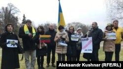Акция в поддержку Украины у посольства РФ в Вильнюсе 26 ноября 2018 года
