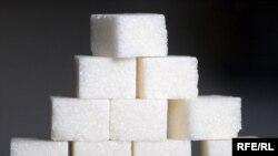 Современные кусочки сахара не очень похожи на те, что были изобретены в Чехии. Тогда сахару придавали форму кубика розоватого цвета