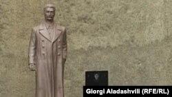 Памятник Сталину в грузинском городе Телави.