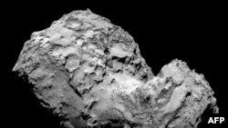Cometa 67P/Ciurimov-Gherasimenko forografiată de la o distanță de 285 km.